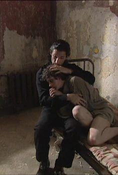 Юлия Рудина оголила попу в сериале «По имени Барон», 2002
