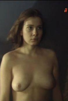 Красивая голая грудь Юлии Высоцкой в фильме «Пойти и не вернуться», 1992