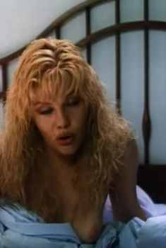 Александра Захарова засветила грудь в фильме «Приговор», 1994