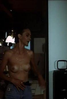Вероника Изотова оголила грудь и попу в фильме «Приговор», 1994