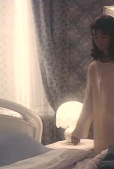 Сексуальная Елена Сафонова засветила грудь в прозрачном наряде в фильме «Принцесса на бобах», 1997