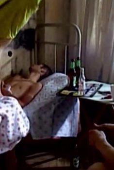Сочная голая грудь Анны Старшенбаум в фильме «Продается детектор лжи», 2005