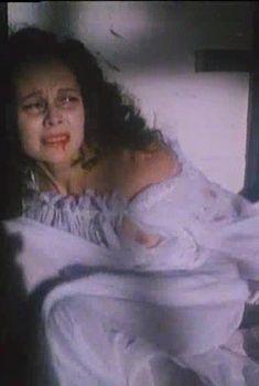 Елена Корикова засветила грудь в сериале «Проклятие Дюран», 1993