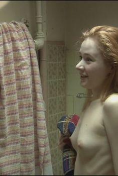 Голая грудь Татьяны Рыбинец в фильме «Развод», 2012