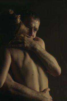 Виктория Исакова засветила грудь в сериале «Родина», 2015