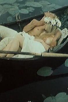 Елена Кондулайнен показала голую грудь в фильме «Русь изначальная», 1985