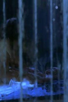 Голая задница Екатерины Гусевой в фильме «С днем рождения, Лола!», 2001