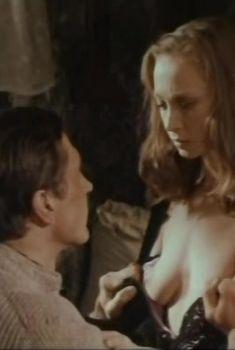 Голая грудь Светланы Смирновой в фильме «Самая длинная соломинка», 1982