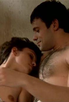 Александра Урсуляк засветила грудь в сериале «Сашка, любовь моя», 2007