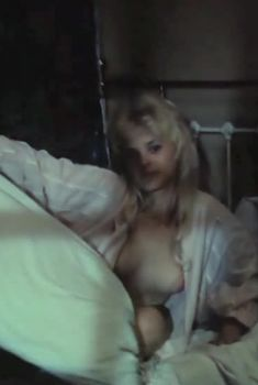 Голая грудь Ольги Машной в фильме «Светик», 1989