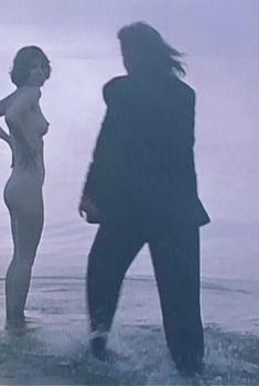 Полностью голая Динара Друкарова в фильме «Сердце медведицы», 2001