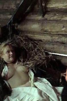Голая грудь Натальи Андрейченко в фильме «Сибириада», 1978