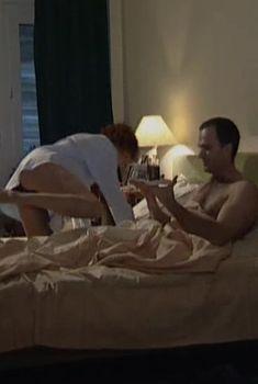 Соблазнительная Дарья Повереннова засветила трусики в сериале «Слабости сильной женщины», 2008