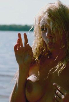 Голая грудь Натальи Дворецкой в сериале «След Пираньи», 2014