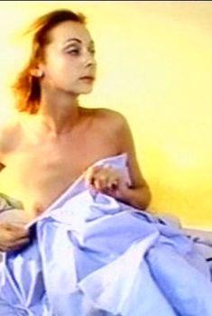Наталья Коренная засветила голую грудь в сериале «Смотрящий вниз», 2002
