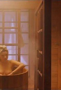Голая грудь Эмилии Спивак в фильме «Статский советник», 2005