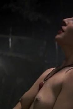 Голая грудь Татьяны Федоровской в сериале «Стая», 2009