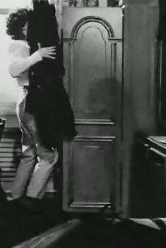 Засвет груди Марины Яковлевой в фильме «Стеклянный лабиринт», 1989