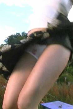 Анна Слынько засветила трусики в фильме «Столичный скорый», 2003