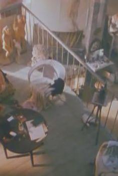 Голая грудь Дины Корзун в фильме «Страна глухих», 1998