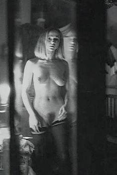 Полностью голая Анжелика Неволина в фильме «Счастливые дни», 1991