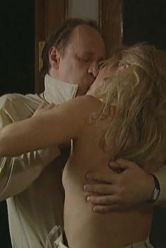 Ирина Гринева засветила грудь в фильме «Только ты», 2004