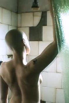 Голая грудь Дарьи Мороз в фильме «Точка», 2005