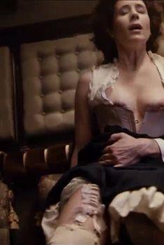 Красивая Ольга Сутулова оголила грудь в сериале «Троцкий», 2017