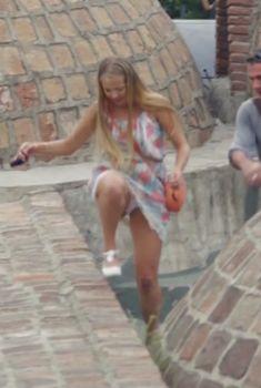 Виктория Романенко засветила трусики в сериале «У вас будет ребенок», 2013