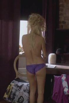 Голая грудь Анны Лутцевой в сериале «Формат А4», 2011