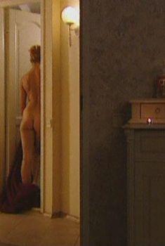 Эльвира Болгова оголила попу в сериале «Холостяки», 2004