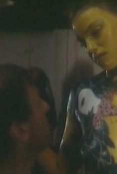 Юлия Вознесенская оголила грудь и попу в фильме «Цветы календулы», 1999