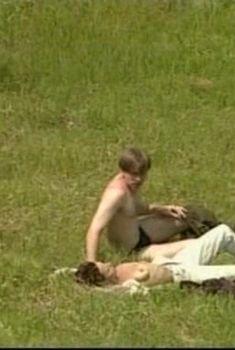 Дарья Повереннова показала голую грудь в сериале «Чистые ключи», 2003
