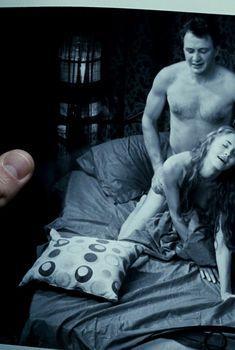 Сексуальная голая попа Анны Казючиц в фильме «Юленька», 2008