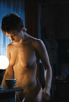 Полностью голая Ольга Тумайкина в фильме «Яды, или Всемирная история отравлений», 2001
