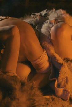 Засвет груди Светланы Чуйкиной в фильме «Ярослав. Тысячу лет назад», 2010