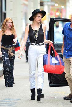 Малышка Кара Делевинь без лифчика занимается шоппингом в Нью-Йорке, 26.07.2018