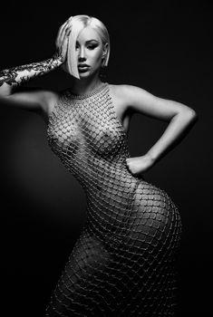 Голая грудь Игги Азалии для красивой фотосессии в Twitter