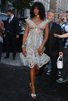 Горячая Наоми Кэмпбелл в прозрачном наряде на вечеринке Vogue в Париже, 03.07.2018