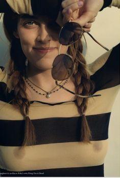 Возбуждающие соски Райли Кио сквозь прозрачный наряд на фото из Instagram