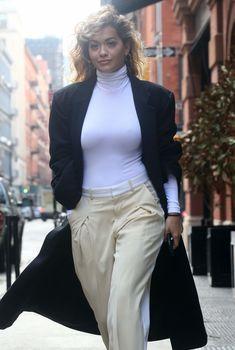 Сексуальная Рита Ора в очень обтягивающем наряде на улицах Нью-Йорка, 2018