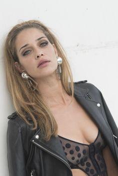 Красотка Ана Беатрис Баррос засветила грудь на Fashion Week