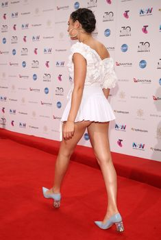 Красотка Charli XCX засветила трусики на The 30th Annual ARIA Awards, 2016