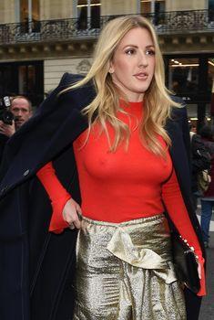 Возбуждённые соски Элли Голдинг сквозь наряд на шоу Стеллы МакКартни в Париже, 2017