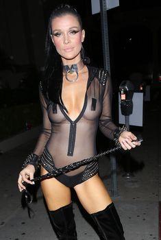 Красотка Джоанна Крупа засветила грудь в прозрачном костюме на Хэллоуин, 29.10.2016