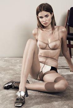 Красивая грудь Жозефин Скривер в прозрачном лифчике для Interview, 2014