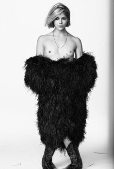 Сэльма Блэр показала сиськи в журнале Vanity Fair, 2019