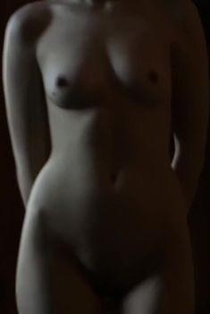 Полностью голая Агнешка Павелкевич снялась в фильме «Убить бобра», 2012