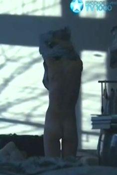 Александра Виноградова оголила грудь и попу в фильме «Репетиции», 2013