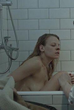Александра Ребенок показала голую грудь в сериале «Садовое кольцо», 2016
